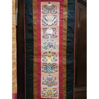 🚚 Piece of old embroidery in Tibetan Buddhist rituals with 8 auspicious symbols embroidered by hand.