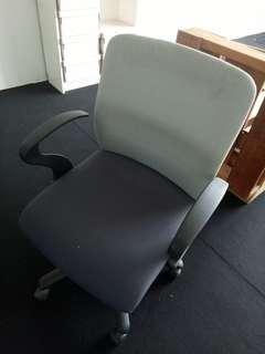 Kerusi & meja ofis