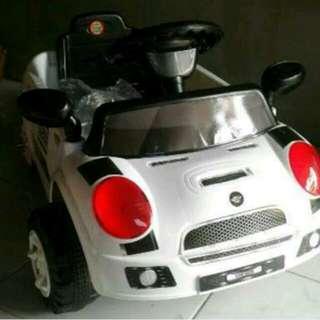 Mobil dorongan mini cooper putih