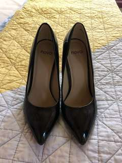 Novo Heeled Pumps Size 5