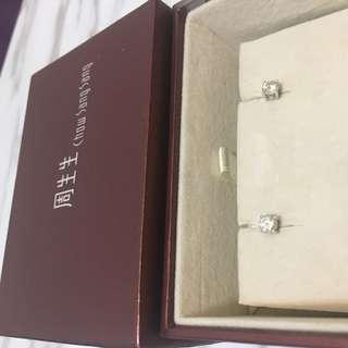周生生18K/750四爪鑽石耳環