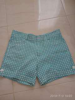 Celana pendek motif hijau cantik