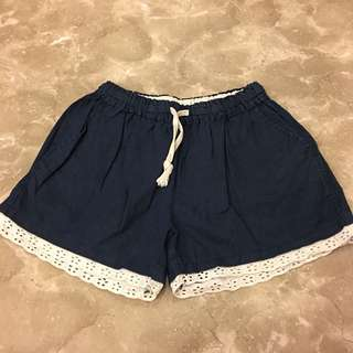 日系蕾絲鬆緊短褲