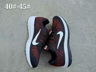 耐克Nike ZOOM WINFLO 5 女子休閑跑步鞋 尺碼36-45