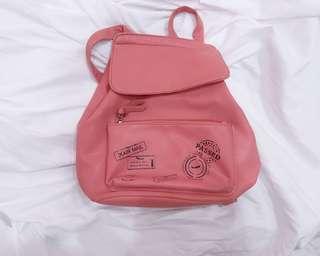 🚚 粉紅雙肩背包