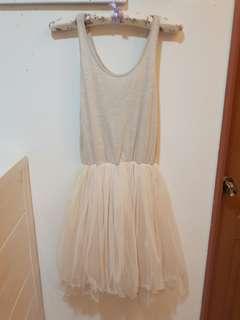 🚚 米白色內搭紗裙(搭小外套或毛衣),喜宴可穿