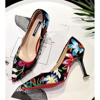 B77 heels bordir