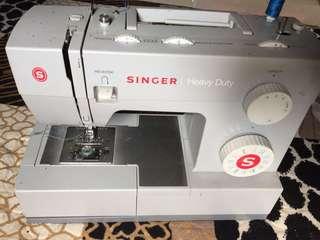 Sewing Machine portable heavy duty singer.