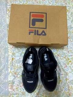 🚚 FILA慢跑鞋❤️全新👍黑色,鞋盒、掛牌都在