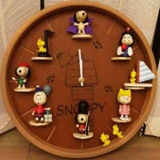 Snoopy 時鐘 含8隻公仔