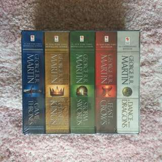 A Game of Thrones Set - George R.R. Martin