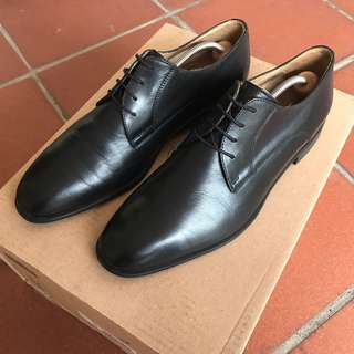 Black leather lace up Oxfords