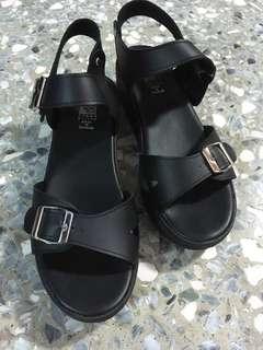🚚 黑色兩截式帶根涼鞋
