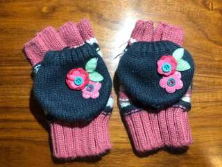 Accessorize UK girls winter gloves fitting 8 to 12 years old