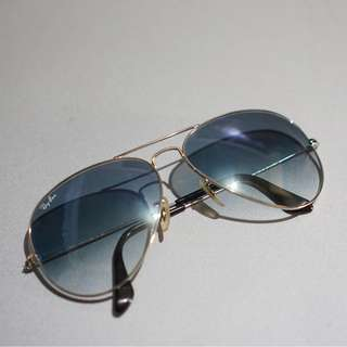 Blue Ray-Ban Aviator