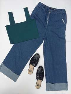 GREEN STRAIGHT NECK TOP