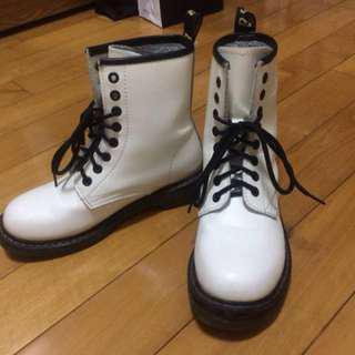 🚚 專櫃白色馬丁靴