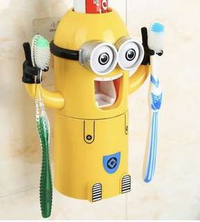 Minion toothbrush set