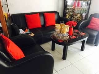 Dijual sofa hitam (hanya sofa+meja)