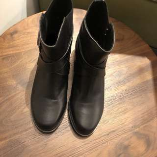 🚚 真皮短筒高跟靴