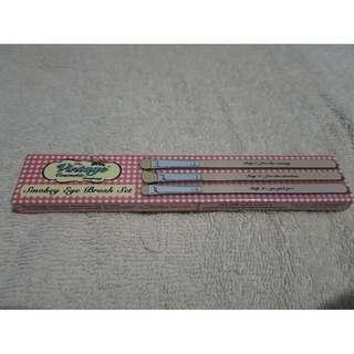 Vintage cosmetic smokey eye brush set