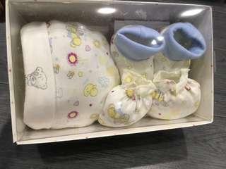 BNIB Baby Newborn Gift Set Bootie Mitten Hat