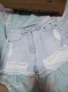🚚 泰國代購的淺色破破ㄉ牛仔短褲😎😎