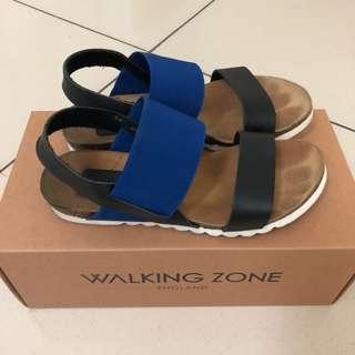 Walking zone 寶藍真皮涼鞋