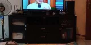 Meja tv besar. Harga nett. With deffect 💗