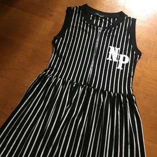🚚 黑白條紋運動風無袖字母連身裙