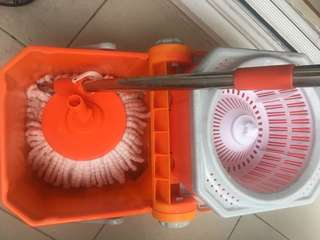 360 spinning mop with 3 extra mop heads