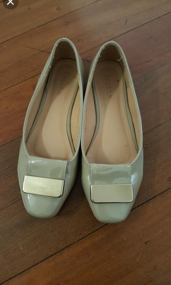🌸 Flats size 6 🌸