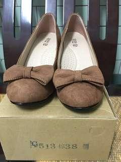 🚚 九成新-棕色坡跟鞋