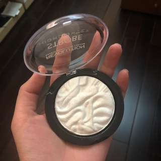 Make up revolution strobe highlighter in flash