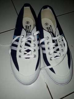 Sepatu Kodachi Sneakers Pria Navy White