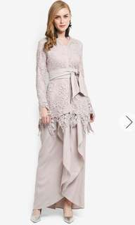 Lubna Lace Fitted Sleeves Kebaya Lubna in Beige/Dusty Purple in XS