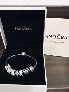 Pandora bracelet with charms 手鏈連吊飾