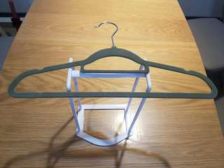 🚚 Clothes Hanger Stand