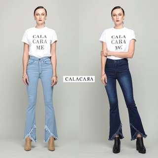 Bootcut Jeans with frayed hem by Calacara