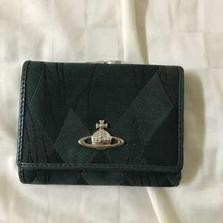 有點舊的 Vivienne Westwood 綠色皮夾