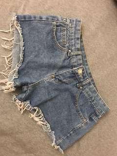 🚚 淺藍抽鬚短褲