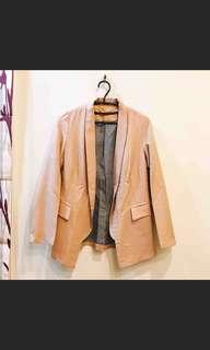 杏色修身微西裝外套