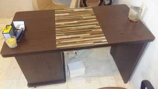 Meja kantor kayu lapisan hp ada 5 unit