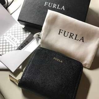 Furla 燙金黑色防刮牛皮短夾 9成新 長10寬12高3 西班牙購入 可小議