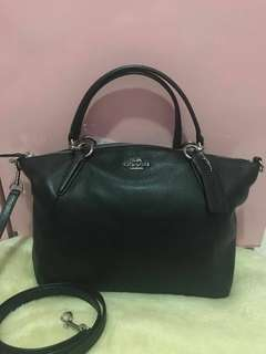 Coach kelsey small black silver hardware.Preloved like new! Baru dipakali sekali. Authentic, Original factpry outlet. Long strap , db polos.
