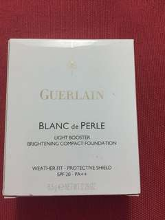 Guerlain Blanc de Perle light booster brightening compact foundation weather fit protective shield