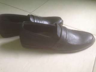 Sepatu kasual 100% baru mulus
