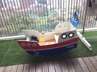 Wooden shaking boat