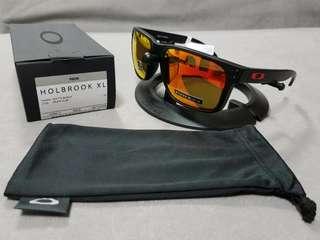 🚚 Oakley holbrool XL matte black frame prizm ruby lens
