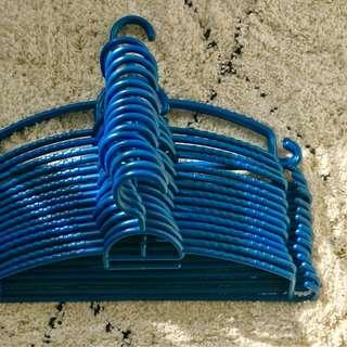 Blue Hangers x18